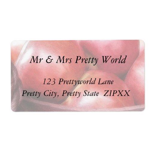 Cesta de manzanas rojas maduras etiqueta de envío