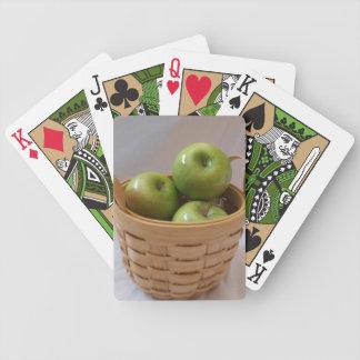 Cesta de manzanas verdes barajas