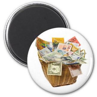 Cesta de monedas del mundo imán redondo 5 cm