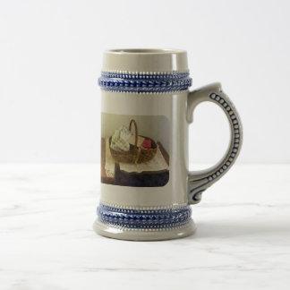 Cesta de paño y de cinta métrica tazas de café