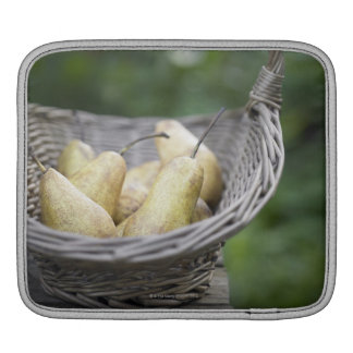 Cesta de peras recientemente escogidas manga de iPad