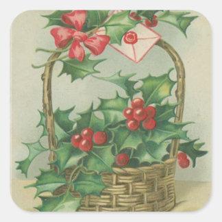 Cesta del navidad del vintage con acebo pegatina cuadrada