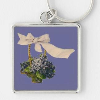 Cesta del vintage de violetas llavero personalizado