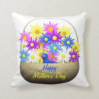 Cesta feliz del día de madres de margaritas y de cojín