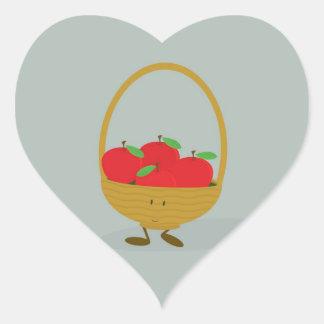Cesta sonriente llenada de las manzanas colcomanias corazon