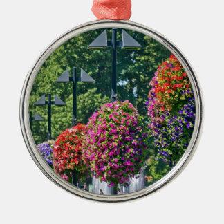 Cestas colgantes de la flor adorno redondo plateado