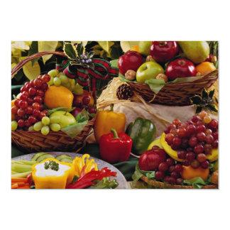 Cestas de fruta del día de fiesta invitación