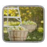 Cestas de manzanas en huerta fundas para iPads