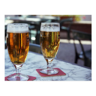 Chablis; dos cervezas frescas en 42 grados de postales