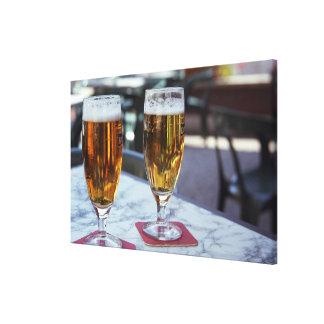Chablis; dos cervezas frescas en 42 grados de vera lona estirada galerías