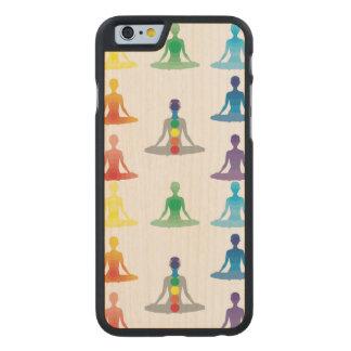 Chakra 7 colorea loto de la yoga de la yogui del funda de iPhone 6 carved® de arce