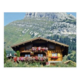 Chalet sobre Le Grand Bornand montañas francesas Tarjeta Postal