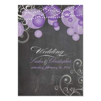 Chalkdboard de PixDezines+linternas púrpuras Invitación 12,7 X 17,8 Cm