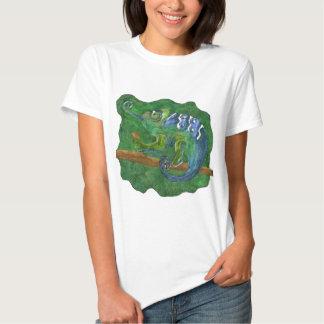 Chameleon en los verdes playera