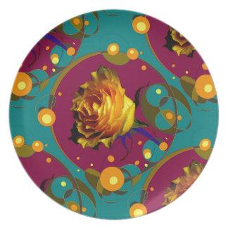 Champán color de rosa de oro burbujea los regalos plato de cena