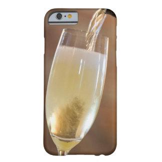 Champán de colada funda barely there iPhone 6