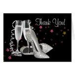 Champán y los zapatos del tacón alto le agradecen  felicitación