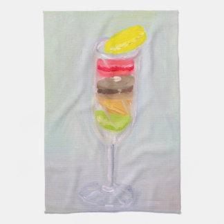 Champán y toalla de cocina de los macarrones
