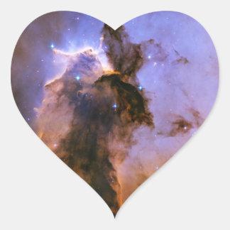 Chapitel del gas en el espacio de la nebulosa de pegatina en forma de corazón
