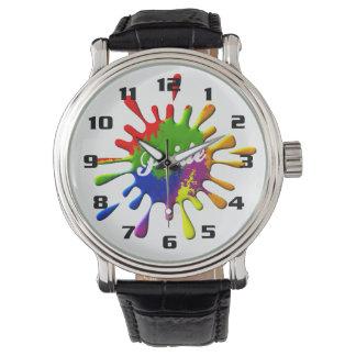 Chapoteo de los colores de la bandera del orgullo reloj de mano