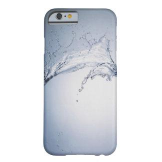 Chapoteo del agua funda barely there iPhone 6