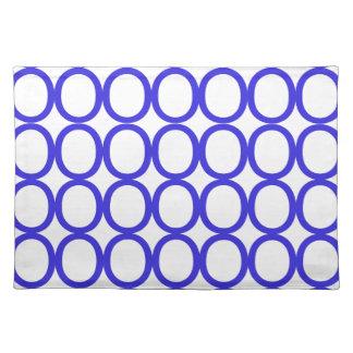 Chapoteo del azul y blanco de los o manteles