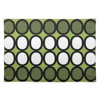 Chapoteo verde de los o mantel