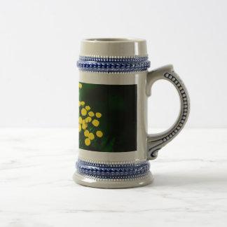 Chaqueta verde con los botones de oro jarra de cerveza