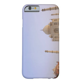 Charbagh vacío cultiva un huerto en el Taj Mahal Funda De iPhone 6 Barely There