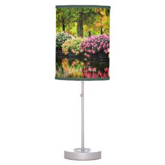 Charca colorida de las flores del parque de los ár lámpara de mesa