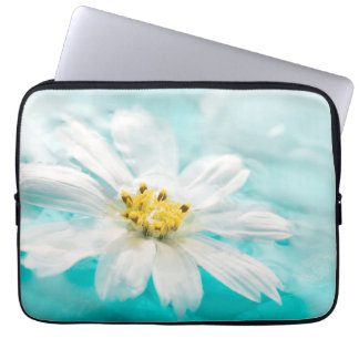 Charca de agua azul de la flor de la margarita manga computadora