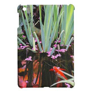 Charca de Koi con los flores