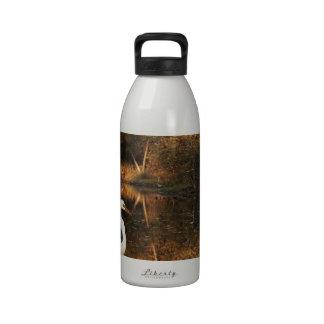 charca de oro del egret blanco botella de beber