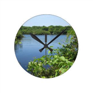 Charca del agua dulce del Block Island Reloj De Pared