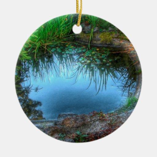 Charca del lirio de la reserva de naturaleza adorno navideño redondo de cerámica