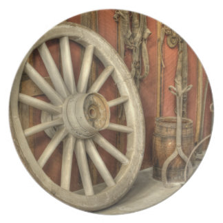 Chariot wheel party plate