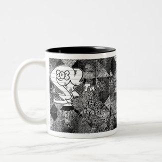 Charla a la mano… taza de café de dos colores