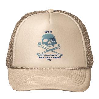 Charla como los gorras de la bandera pirata de un