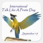 Charla como un día del pirata pegatina cuadradas personalizadas