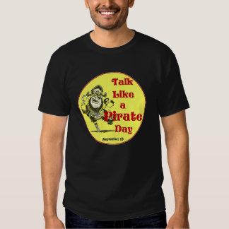 Charla como una camiseta del día del pirata poleras