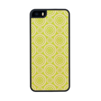 Chartreuse and White Geometric Pattern Wood iPhone SE/5/5s Case