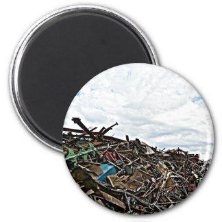 Chatarra del desguace en el depósito imán redondo 5 cm