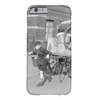 Chaval con la madre que empuja de imagen funda para iPhone 6 barely there