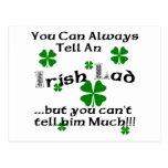 Chaval irlandés divertido postal