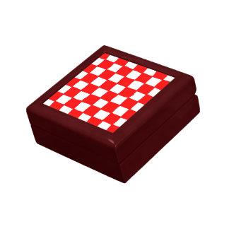 checkered pattern (red) keepsake box