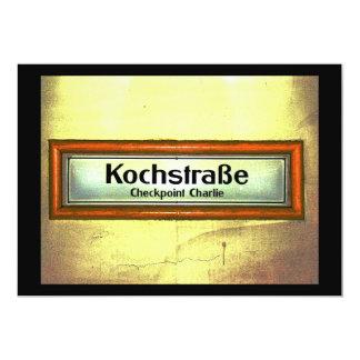"Checkpoint Charlie, Kochstrabe, amarillo y naranja Invitación 5"" X 7"""
