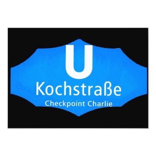 Checkpoint Charlie, Kochstrabe, UBahn, azul, /Blk Invitación 12,7 X 17,8 Cm