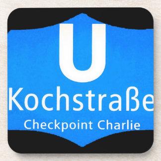 Checkpoint Charlie, Kochstrabe, UBahn, azul, /Blk Posavasos De Bebidas