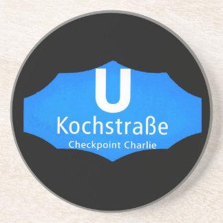 Checkpoint Charlie, Kochstrabe, UBahn, azul, /Blk Posavasos De Arenisca
