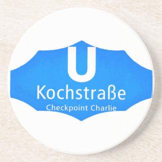 Checkpoint Charlie, Kochstrabe, UBahn, azul, /Whit Posavasos Manualidades